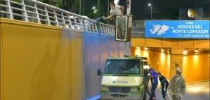 Fotos: un hombre estuvo durante 45 noches subido a una grúa para pintar un mural por los héroes de Malvinas