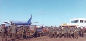 Malvinas: la historia del piloto que salvó la vida de decenas de soldados argentinos