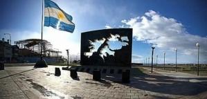 """Ex Combatientes de Malvinas a Beatriz Sarlo: """"Hay mucho dinero de la Embajada de Reino Unido para financiar todo esto"""""""